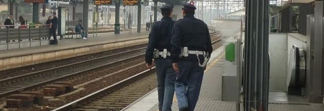 Bologna, tenta di attraversare i binari: 22enne travolta e uccisa dal treno