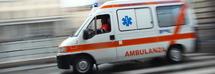 Investe un bambino di 10 anni davanti alla scuola e scappa: il bimbo ferito gravemente