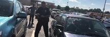 """Lascia il figlio di 4 mesi in auto e la polizia interviene: """"Non ho rimorsi"""""""
