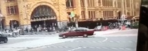 Melbourne, auto finisce tra la folla: almeno tre morti e 20 feriti /Video