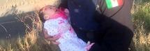 Neonata in uno scatolone sul ciglio di una strada: il pianto disperato attira l'attenzione