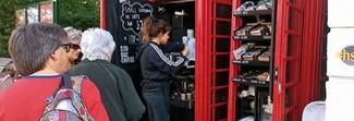 Regno Unito, le mitiche cabine telefoniche rosse diventano mini negozi