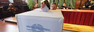 """Elezioni, la proposta di legge M5s: seggi """"trasparenti"""", urne di plexiglas e via la tenda"""