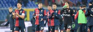Genoa, i tifosi bloccano il pullman della squadra. Tre agenti contusi