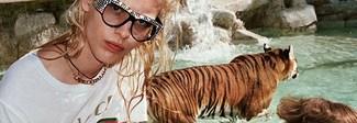 Tigri e giraffe per le strade di Roma: glamour anni '70 nel nuovo spot Gucci Video
