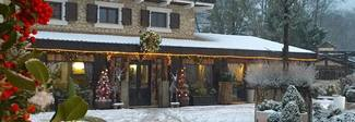 """Slavina sull'hotel Rigopiano, sms di un superstite: """"Macerie"""" Ci sarebbero tre dispersi"""