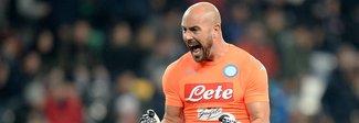 Gigio e Pepe tra i pali  Napoli-Milan è la sfida senza età