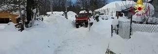 Interventi nelle frazioni di Amatrice per rimuovere la neve