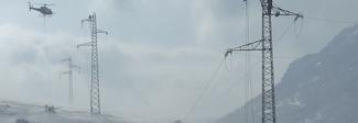 Pescara, niente tv per la neve: scivola dal tetto per sistemare l'antenna. E' gravissimo