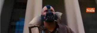 Trump alla cerimonia di insediamento come il cattivo di Batman. Il video diventa virale