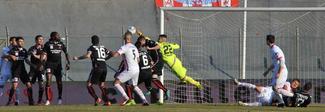 Carpi-Vicenza 0-0, buon punto. Cittadella batte 2-0 il Bari, Latina-Verona 2-0