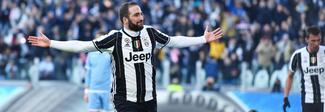 La Juventus supera facilmente la Lazio 2-0. Decidono le reti di Dybala e Higuain