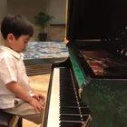 A 5 anni suona Chopin e incanta