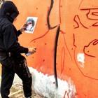 Murale in omaggio a Troisi: la prima pennellata di Jorit