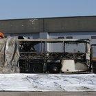 Autobus contro un pilone in A4: 16 morti