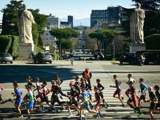 Running davanti la Basilica dei Santi Pietro e Paolo -EUR