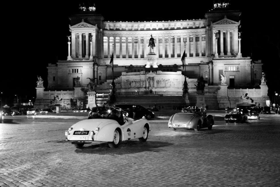 Piazza Venezia :passaggio  tappa 1000 miglia