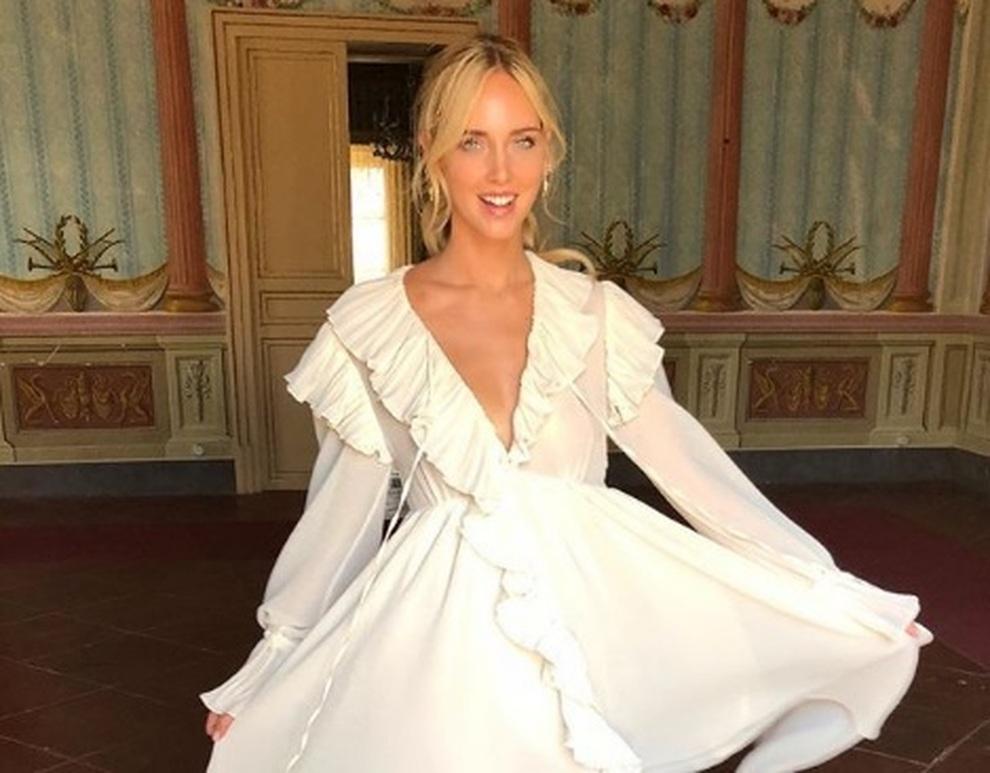 8f25c5fe0732 Chiara Ferragni prova l abito da sposa  il vestito bianco prima del  matrimonio