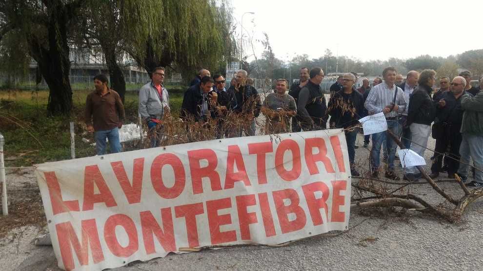 Niente summit a Roma, tornano in piazza gli operai ex Montefibre
