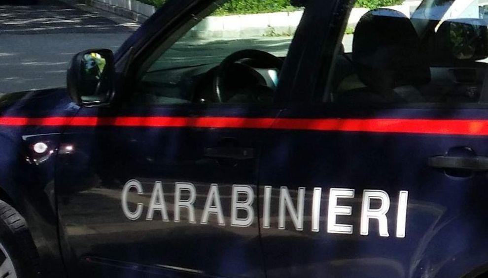 Napoli, evade dai domiciliari per pedinare la ex: arrestato