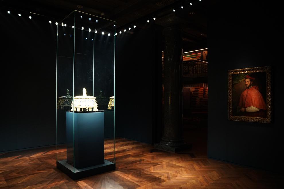 Da Capodimonte la «vera perfezione» della Cassetta Farnese in mostra alle Gallerie d&#39;<b>Italia</b> a Milano
