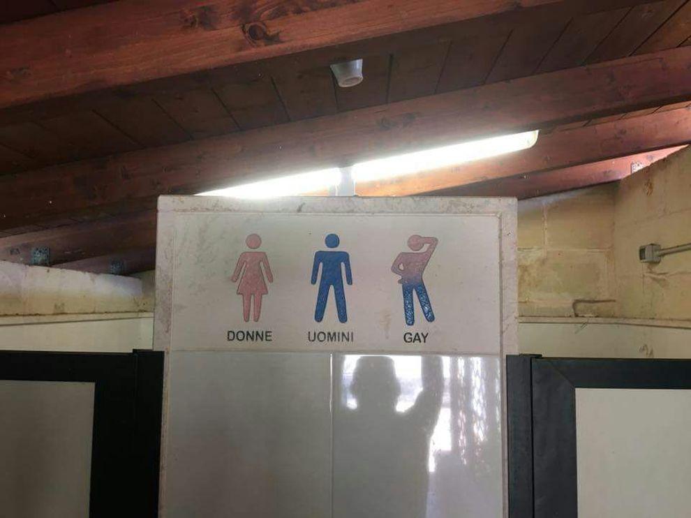sesso gay in bagni pubblici