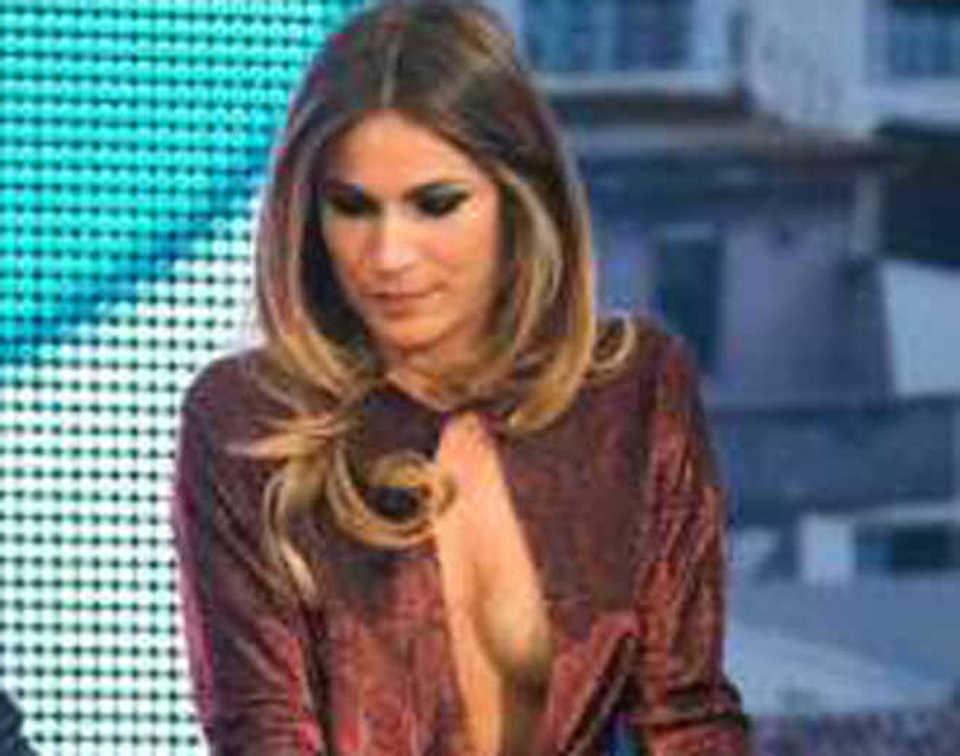 Eleonora Pedron «hot» a Quelli che il calcio. E l ex Max Biaggi s infuria  d7d0a44f29b6