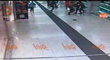 https://statics.cedscdn.it/photos/PANORAMA_MED/00/95/2450095_19_05_17_attacco_a_militari_in_stazione_a_milano_il_moment_dellaggressione_ripreso_da_telecamer_web.jpg