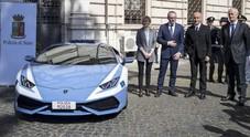 Lamborghini Huracàn in servizio alla Polstrada: l'ad Domenicali consegna le chiavi al Min. degli interni Minniti