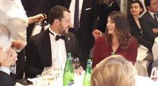 Matteo Salvini e Elisa Isoardi seduti allo stesso tavolo al Galà di Alis