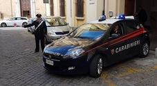 Donna al volante  con troppo alcol: il passeggero spintona i carabinieri