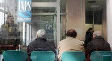 Pensioni, il piano per le uscite a 62 anni: sconto sul riscatto della laurea