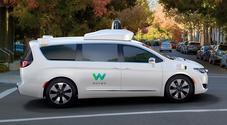 Google: a Waymo primo ok per auto senza guidatore in California. Chrysler Pacifica in giro senza autista emergenza