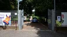 Una pattuglia della Polizia entra al parco Galvani