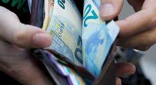 Indigente trova marsupio con 12mila euro in contanti e li porta subito alla polizia