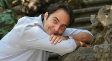 """Neri Marcorè torna sul palco ispirato da De Andrè nel suo """"Quello che non ho"""""""