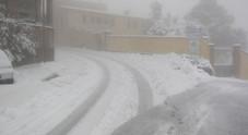 Freddo, mareggiate e tanti disagi E sulle Marche ricompare la neve