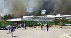 Fca, incendio a Termoli, evacuati gli operai dello stabilimento Fiat