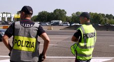 Trasportava 15 migranti in un rimorchio per cavalli: fermato tunisino a Ventimiglia