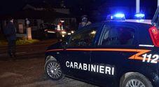 La banda di ladri punta dritta all'armadio Cassaforte smurata, in fuga con 10 fucili
