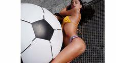 Belen Rodriguez, smagliature e pelle a buccia d'arancia nella gamba: il post fa discutere