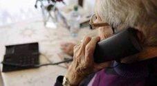L'arzilla nonnina smaschera finto funzionario di banca che voleva soldi al telefono