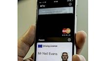 Arriva la patente digitale, in Inghilterra si guiderà con lo smartphone
