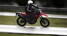 Honda CFR 250 M, agile e divertente: prestazioni da maxi a 4.600 euro