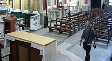 Colpi in serie nelle chiese Le telecamere inchiodano un uomo di 34 anni