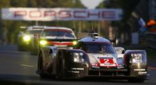 Le Mans, si arrende anche la Porsche numero 1, rimonta al cardiopalma della numero 2