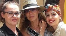 Sarah Jessica Parker in Sicilia, tanti selfie a Marzamemi con i fan