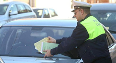 Auto non chiusa a chiave, si rischia una multa fino a 168 euro. Per il finestrino aperto 41 euro