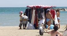 """Addio venditori ambulanti in spiaggia: si """"salvano"""" soltanto snack e granite"""