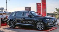 """Audi con Yacht Club Costa Smeralda per """"One Ocean"""". Strategia per mobilità sostenibile dei mari"""